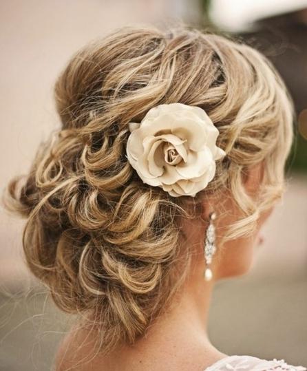 Easy Beach Wedding Hairstyles: The 10 Best Beach Wedding Hairstyles