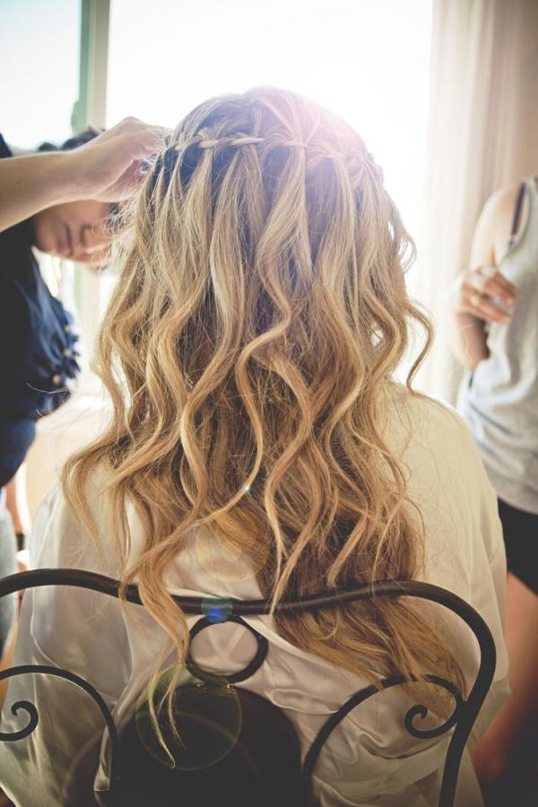 The 10 best beach wedding hairstyles beach wedding tips the 10 best beach wedding hairstyles 6 junglespirit Gallery