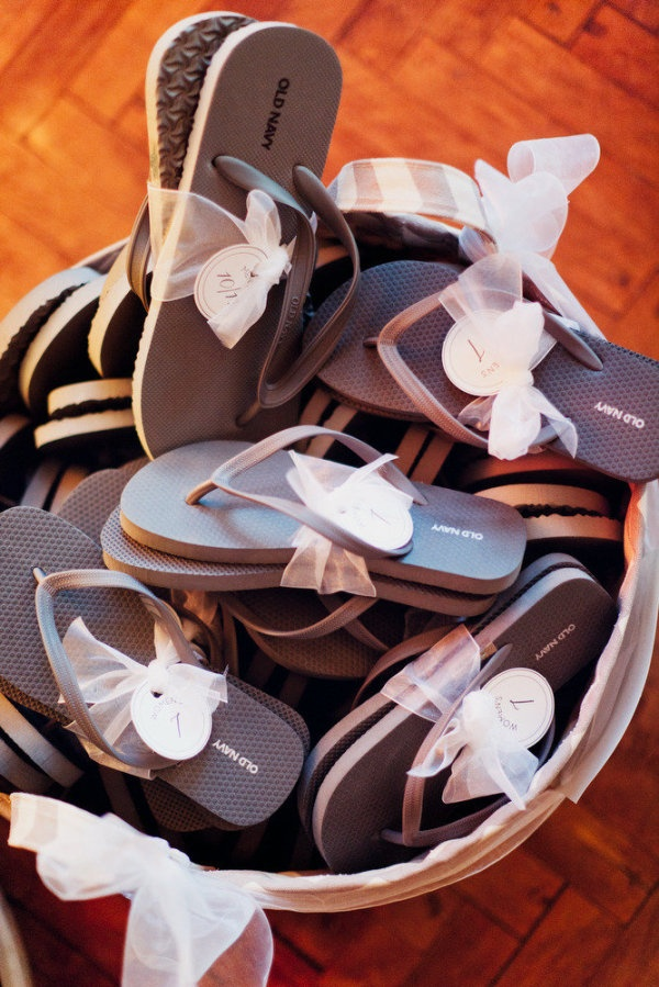 beach wedding flip flops for guests beach wedding tips