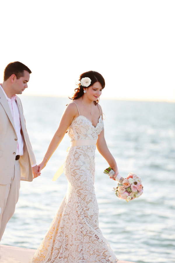 Mermaid style wedding dresses beach wedding tips for Beach style wedding dresses