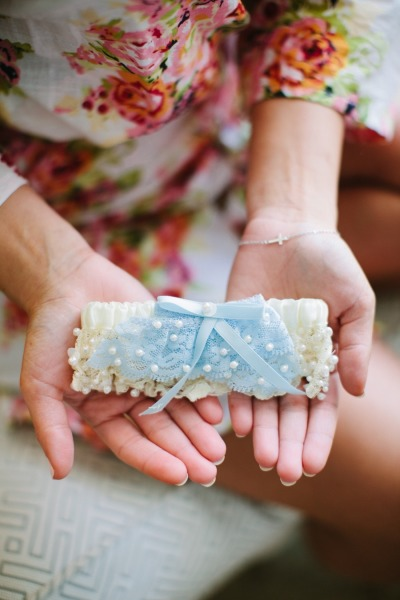 Ocean inspiration with blue bridal accessories