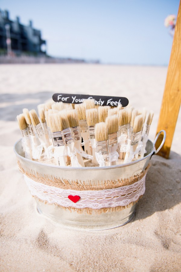 f1661f513 10 Must-Haves at a Beach Wedding to Keep Your Guests Comfy and Happy ...