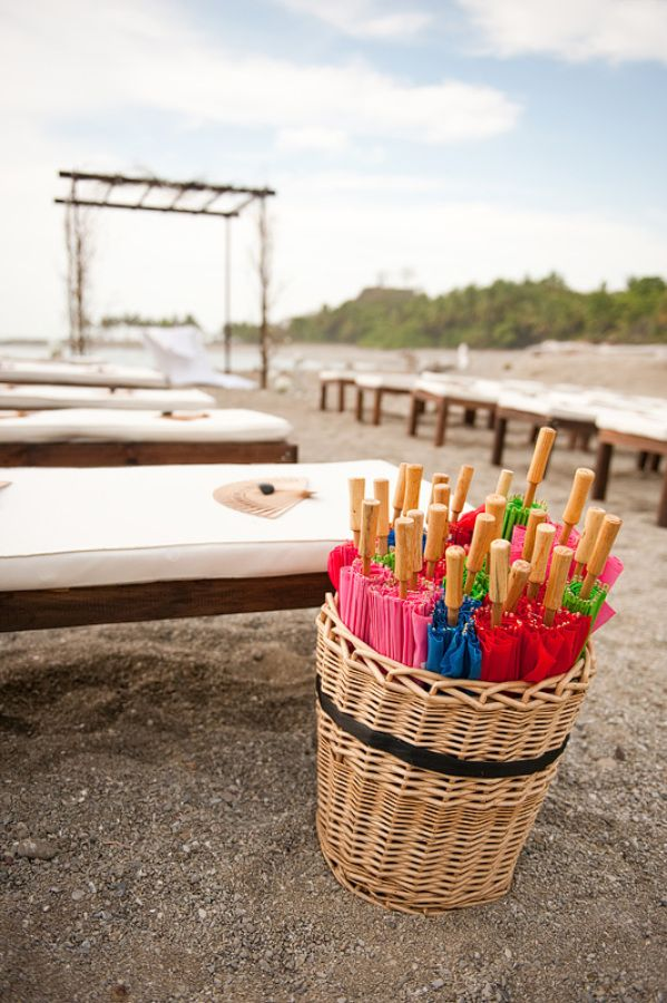 65ecaee86 10 Must-Haves at a Beach Wedding to Keep Your Guests Comfy and Happy – Beach  Wedding Tips