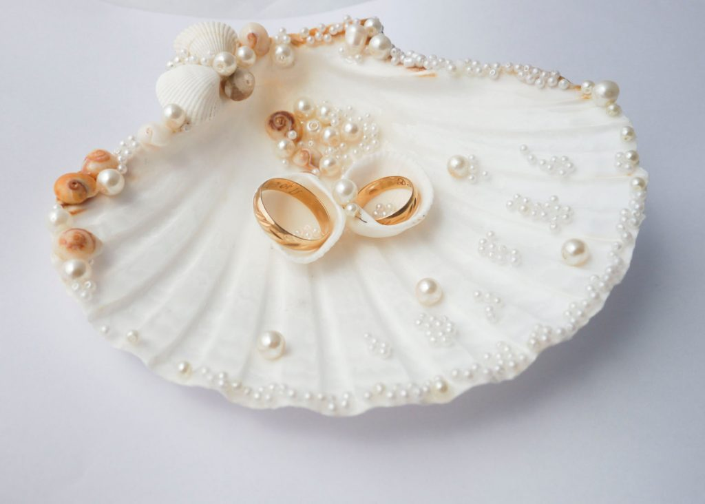15 beach wedding ring holders � beach wedding tips