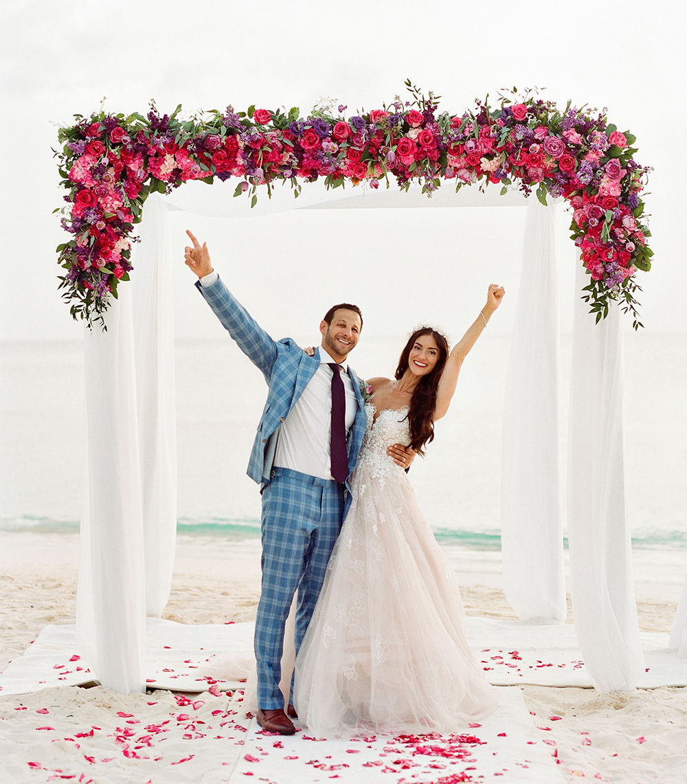 Beach wedding at Grand CaymanMarriott Beach Resort